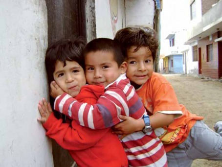 Fair Trade Photo Greeting Card Action, Boy, Care, Colour image, Cute, Family, Friendship, Group of boys, Group of children, Happiness, Horizontal, Hug, Joy, Love, Outdoor, People, Peru, Smile, South America, Streetlife, Together, Youth