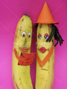 Fair Trade Photo Banana, Clothing, Colour image, Food and alimentation, Friendship, Fruits, Funny, Hat, Health, Letter, Love, Peru, Pink, South America, Studio, Tabletop, Together, Valentines day, Vertical, Yellow