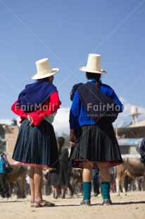 Fair Trade Photo Agriculture, Clothing, Colour image, Ethnic-folklore, Friendship, Hat, Market, People, Peru, Rural, Sombrero, South America, Traditional clothing, Two women, Vertical