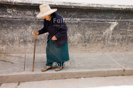 Fair Trade Photo Activity, Colour image, Horizontal, Old age, One woman, Outdoor, People, Peru, Sombrero, South America, Streetlife, Walking