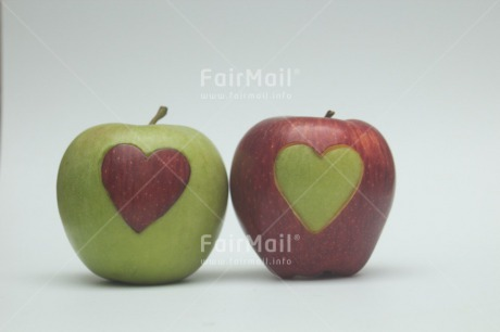 Fair Trade Photo Apple, Colour image, Food and alimentation, Fruits, Hand, Heart, Horizontal, Love, Marriage, Peru, South America, Together, Valentines day, Wedding
