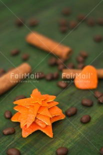 Fair Trade Photo Christmas, Christmas decoration, Christmas tree, Cinnamon, Coffee, Colour image, Food and alimentation, Fruits, Green, Heart, Orange, Peru, South America, Vertical