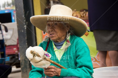 Fair Trade Photo Colour image, Horizontal, Latin, Old age, One woman, People, Peru, Sombrero, South America, Streetlife, Wool