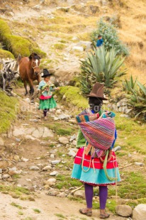 Fair Trade Photo Activity, Animals, Child, Clothing, Colour image, Culture, Day, Horse, Latin, Mother, Nature, Outdoor, People, Peru, Rural, South America, Standing, Traditional clothing, Vertical, Waiting, Woman