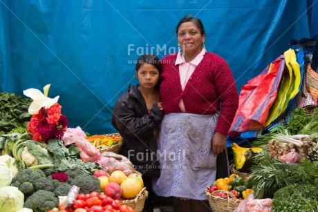 Fair Trade Photo Activity, Colour image, Daughter, Food and alimentation, Horizontal, Latin, Looking at camera, Market, Mother, People, Peru, Portrait fullbody, South America, Vegetables