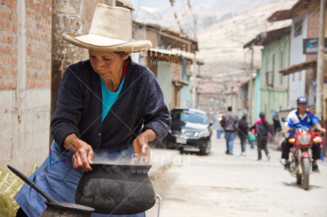 Fair Trade Photo Activity, Colour image, Cooking, Dailylife, Entrepreneurship, Food and alimentation, Horizontal, One woman, People, Peru, Selling, South America, Streetlife