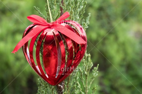 Fair Trade Photo Christianity, Christmas ball, Colour image, Decoration, Green, Hanging, Heart, Love, Marriage, Nature, Outdoor, Peru, Red, Seasons, South America, Valentines day, Wedding, Winter