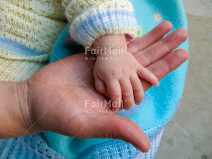 Fair Trade Photo Birth, Care, Closeup, Colour image, Congratulations, Family, Hand, Horizontal, Love, Mother, New baby, One baby, People, Peru, Shooting style, South America, Warmth