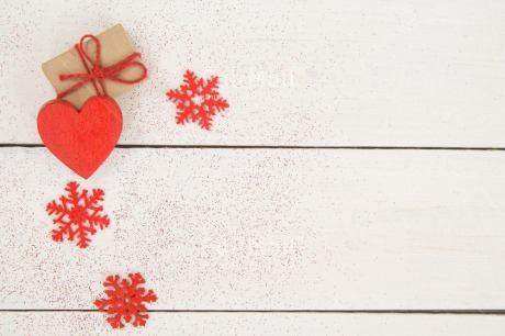 Fair Trade Photo Christmas, Colour image, Gift, Heart, Peru, Red, Seasons, Snow, South America, Star, Table, White, Winter, Wood