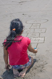Fair Trade Photo Activity, Child, Colour image, Emotions, Felicidad sencilla, Girl, Happiness, Happy, People, Peru, Play, Playing, Sand, South America, Vertical