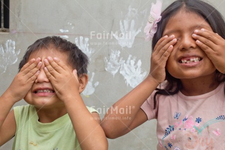 Fair Trade Photo Activity, Boy, Brother, Child, Colour image, Emotions, Felicidad sencilla, Friend, Friendship, Girl, Hand, Happiness, Happy, Horizontal, New beginning, Party, People, Peru, Play, Playing, Smiling, South America