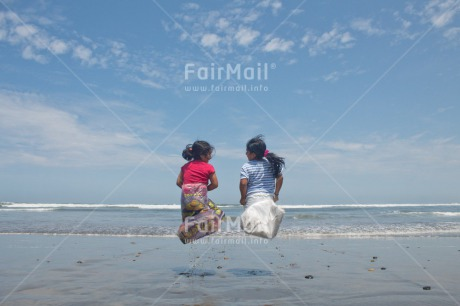 Fair Trade Photo Activity, Beach, Child, Colour image, Emotions, Felicidad sencilla, Friend, Friendship, Girl, Happiness, Happy, Holiday, Horizontal, New beginning, People, Peru, Play, Playing, Sea, Sister, South America