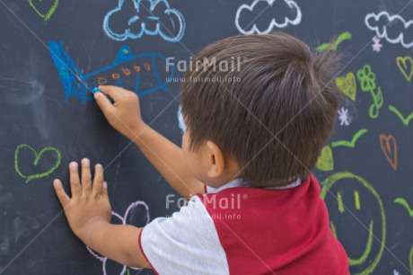 Fair Trade Photo Activity, Blackboard, Boy, Chalk, Child, Colour image, Draw, Drawing, Emotions, Felicidad sencilla, Happiness, Happy, Horizontal, People, Peru, Play, Playing, South America