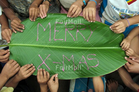 Fair Trade Photo Christmas, Closeup, Colour image, Day, Green, Group of children, Hand, Latin, Leaf, Letter, Outdoor, People, Peru, South America
