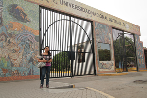Yuli in front of her university