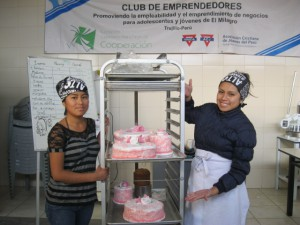 Patricia and Betty showing their cakes