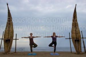 Kzanier documenting the influence of yoga on Huanchaco's culture
