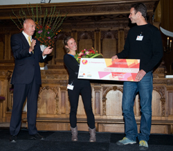 FairMail founders Janneke Smeulders and Peter den Hond receive the cheque