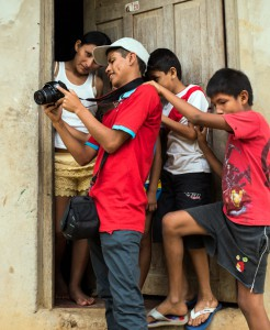 Juan Gabtiel showing his pictures to the local youth