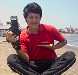 Kzanier with his new DSLR camera