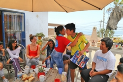 Anayeli giving her present to Paul